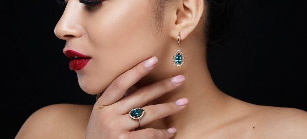 Złoty pierścionek z szafirem